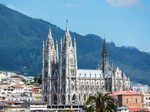 Basilica-in-the-historic-Old-Town,-Quito