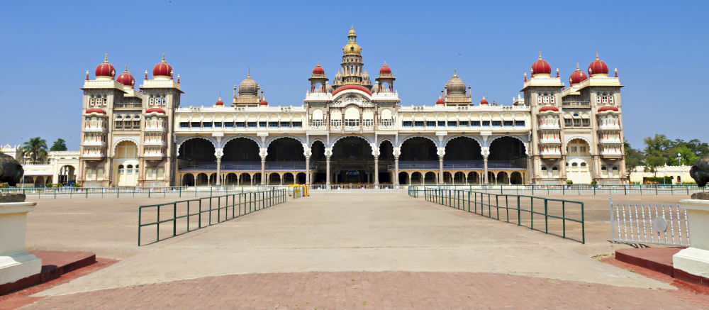 See spectacular architecture in Mysore