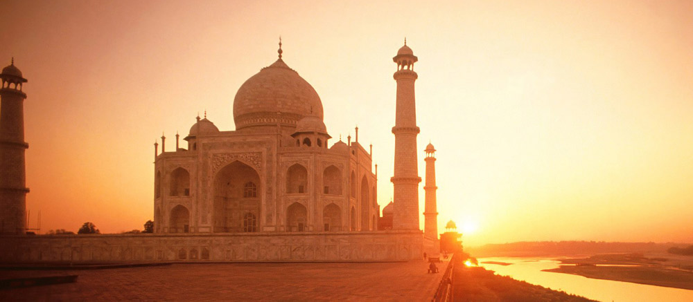 Taj-Mahal-Agra-sunset
