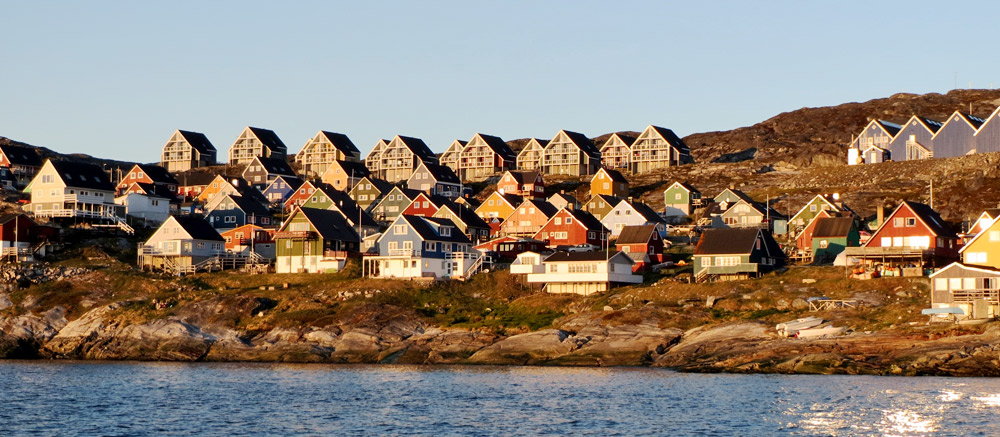 greenland-colourful-houses
