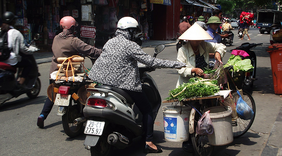 hanoi woman buying groceries