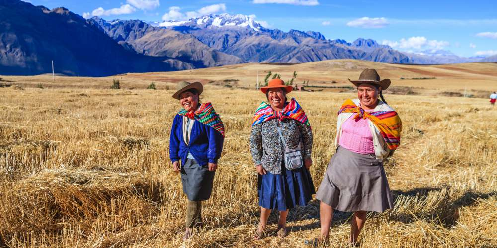 Peruvian women in national clothing, The Sacred Valle
